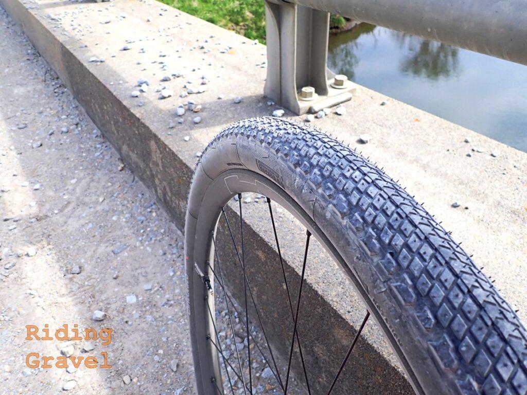 Close-up of the Pirelli Cinturato Gravel H tire.