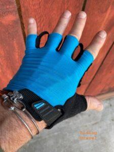 Lizard Skins Aramus Apex short fingered gloves as modeled by Grannygear